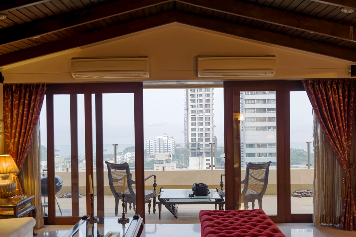 Sea facing flats in colaba