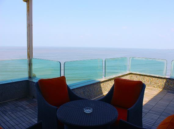 Penthouse Dulex Beach Front Mumbai