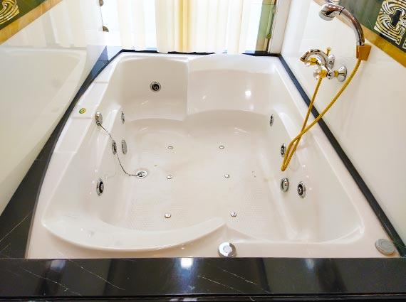 Best Homes with Bath Tubs South Mumbai