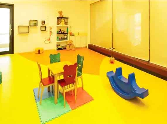 Spacious Apartments Raheja Vivarea Mahalaxmi