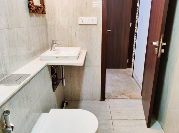 serene apartment in andheri available
